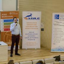 Krystian Kaczor rozpoczął seminarium opowiadając o roli analityka biznesowego w agile